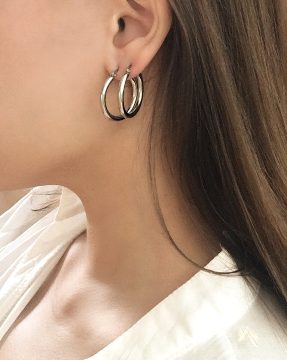 Double stacking the Rei hoops in silver by @thehexad