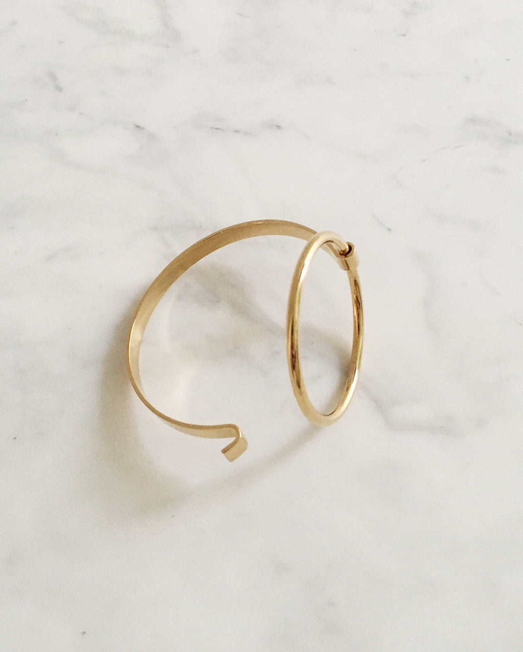 Easy hook-on clasp to wear circle bangle - The Hexad Jewelry