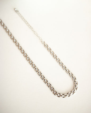 Foldover link clasp chain choker in silver - The Hexad