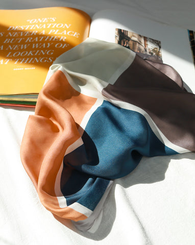 Four-color printed scarf in moroccan sands burnt orange color - The Hexad