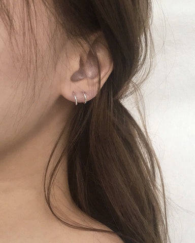 Get the illusion of layered double hoops with just a single ear hole - Filament hoops by The Hexad
