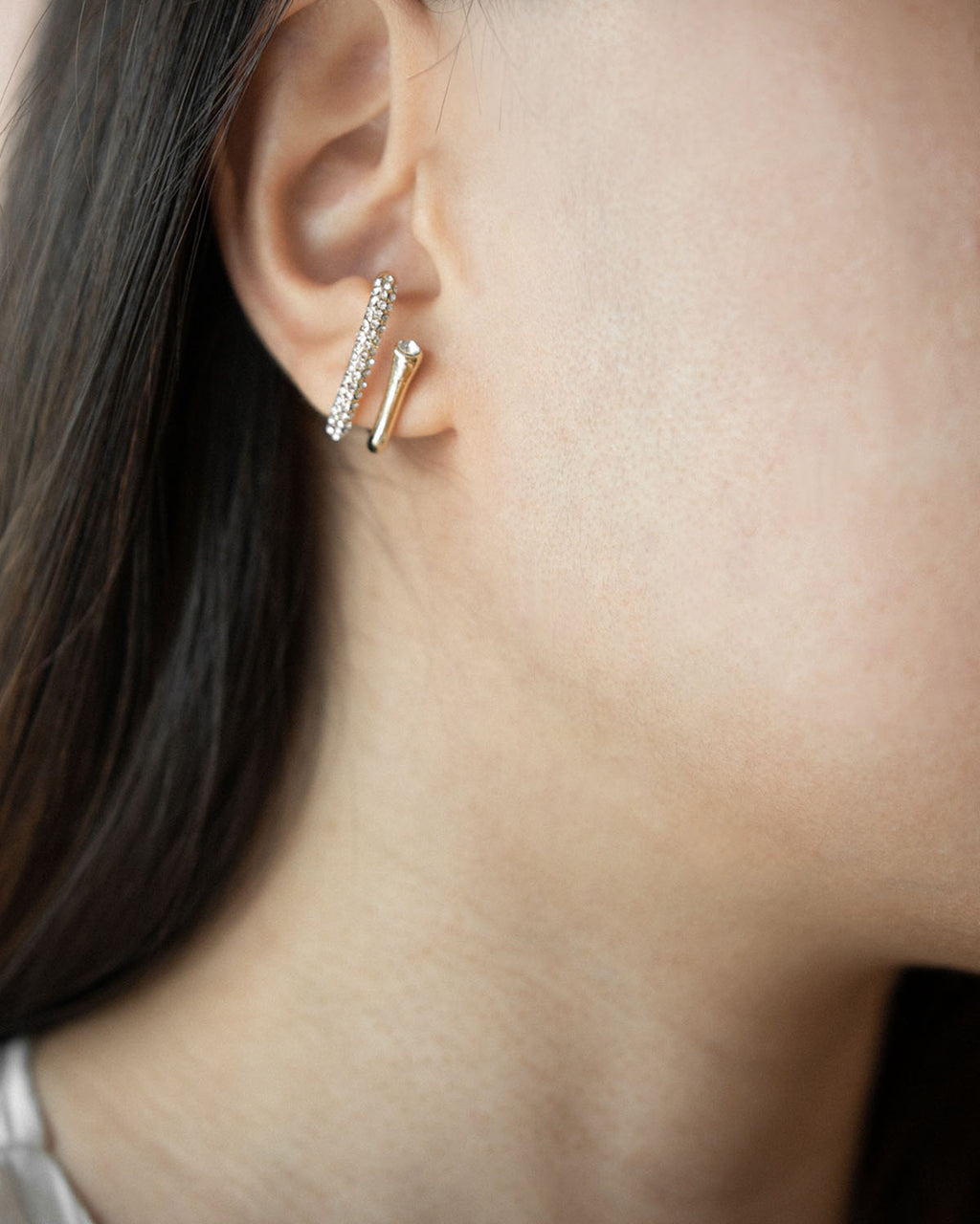 Get the illusion of two piercings with the Duet Suspender Earrings @thehexad