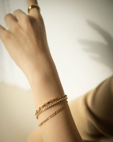 Gold layering chain bracelets @thehexad
