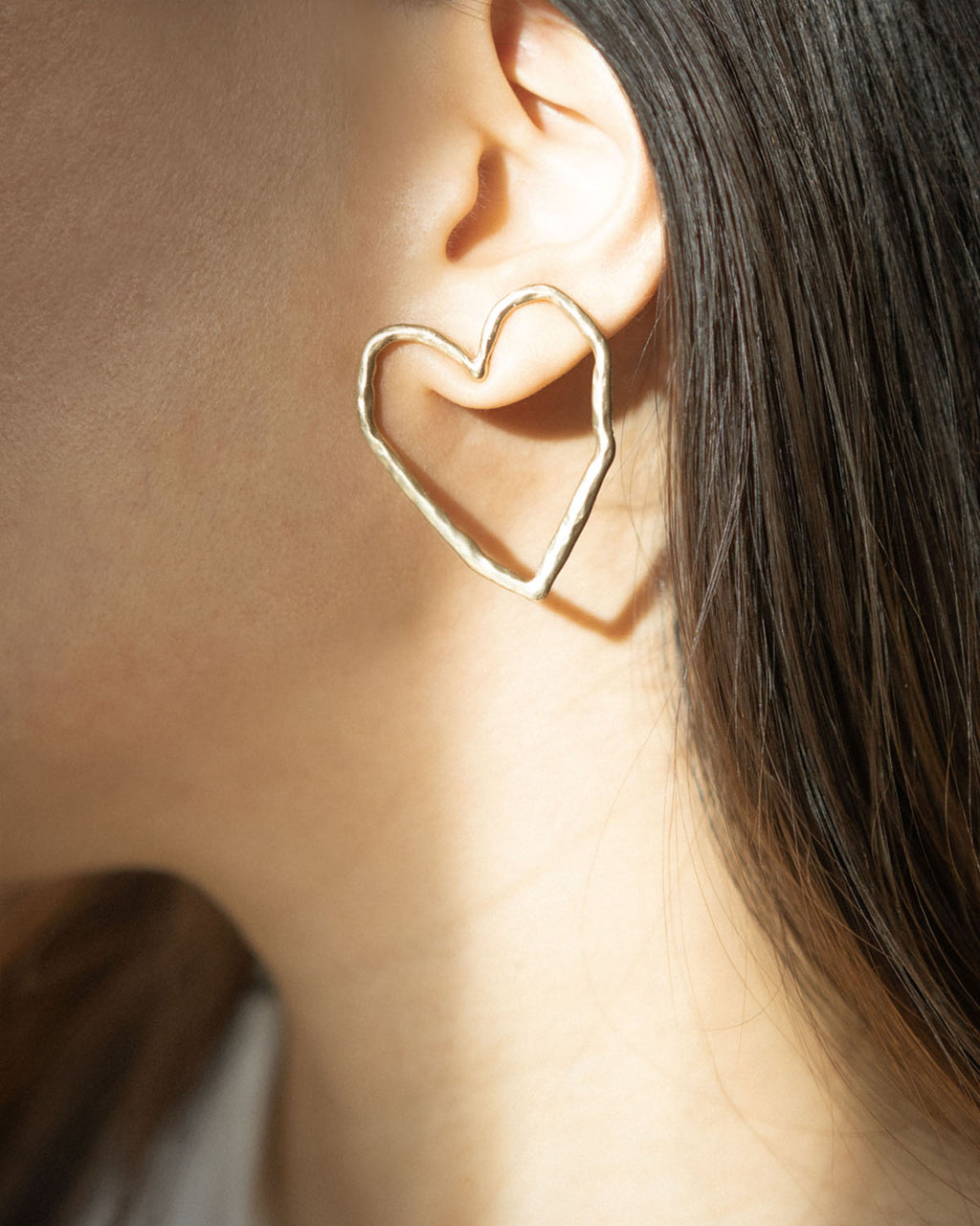 Hollow heart shape drawing ear studs @thehexad