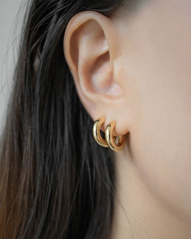 How to layer two hoop earrings on the same ear by The Hexad