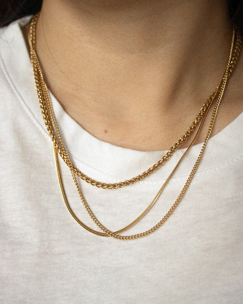 How to layer your necklaces with simple gold chains and a white tee - The Hexad
