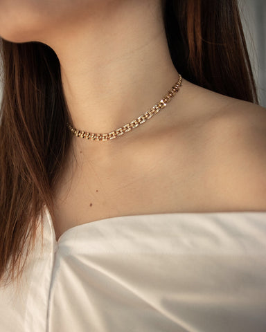 How to match a chain choker with a low cut off shoulder blouse - The Hexad