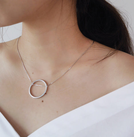 RAQUEL Through Circle Necklace - The Hexad Jewelry