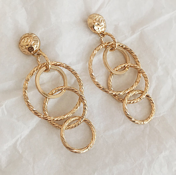 Interlocking gold hoops drop earrings - TheHexad