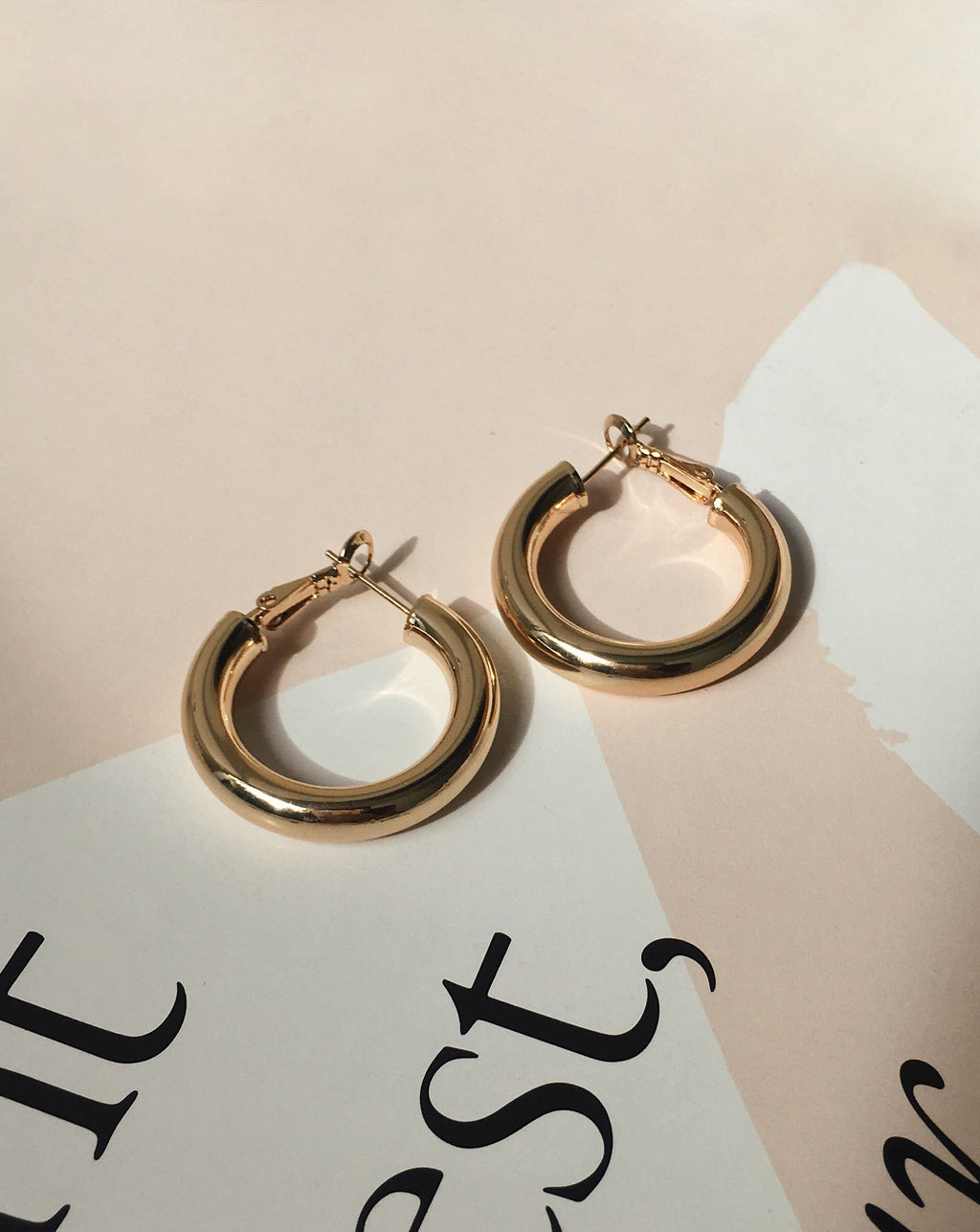 Kyo Hoops in 28mm diameter - gold-plated thick and hollow chunky hoop earrings - The Hexad