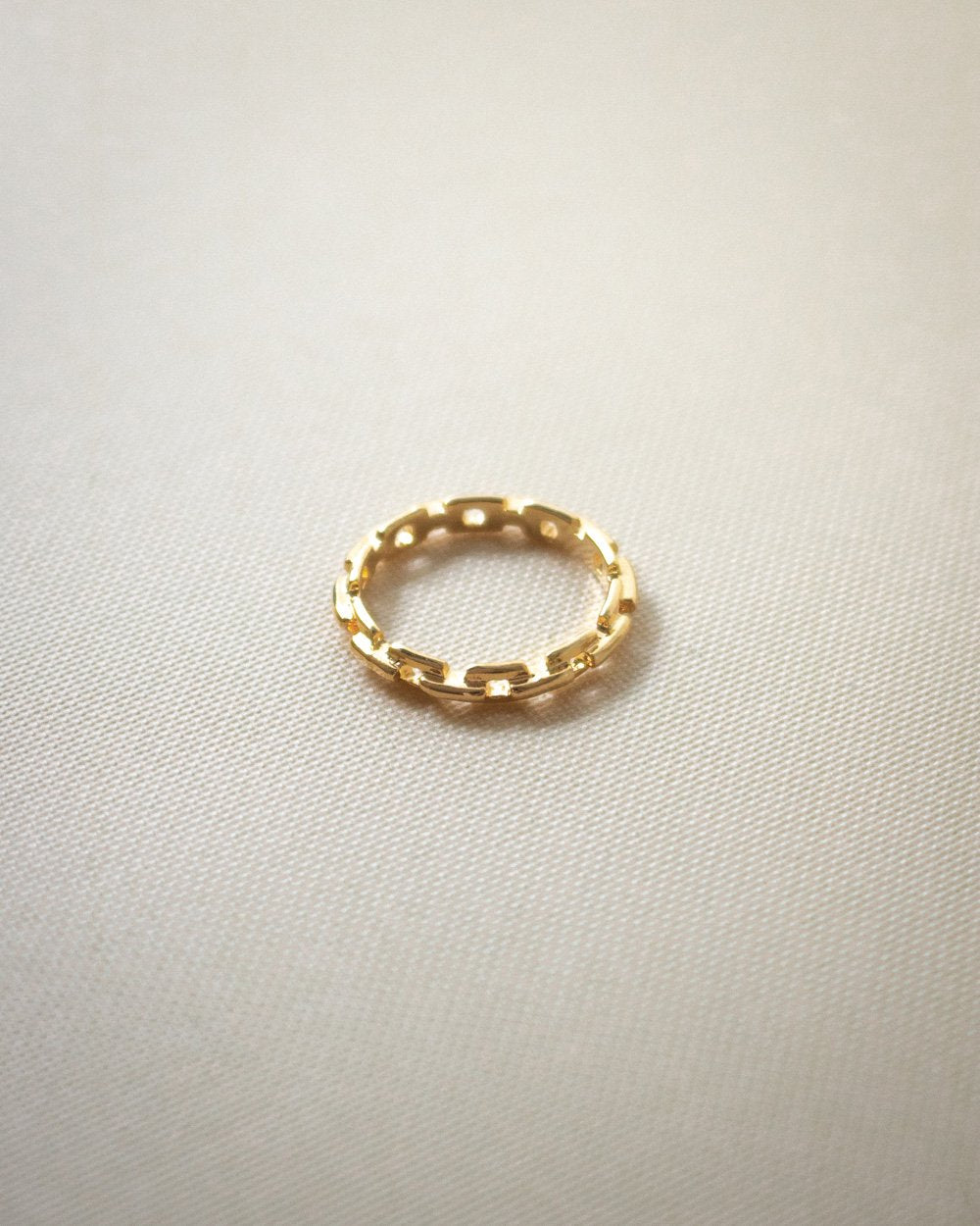 Luxor ring in gold by The Hexad Jewelry