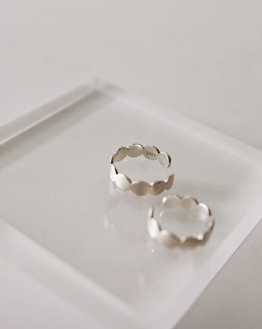Matte silver rings with coral-like edges @thehexad