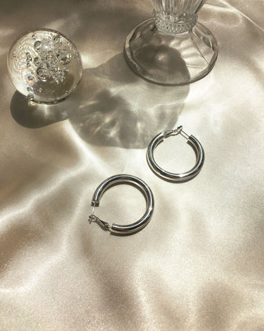 Medium sized Silver tubular hoops from the Kyo Hoops collection by TheHexad