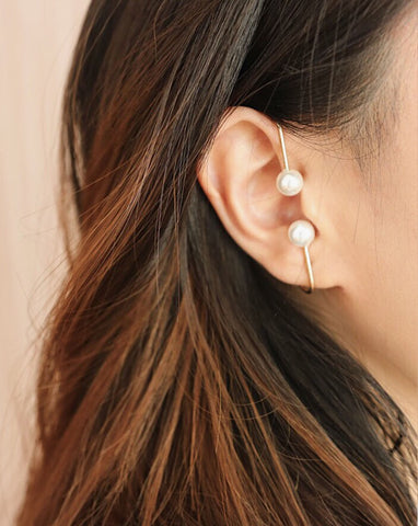 Minimalist twin pearl ear cuff that slips on easily @thehexad