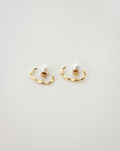Minimalistic gold suspender earrings with a pretty faux pearl backing - The Hexad