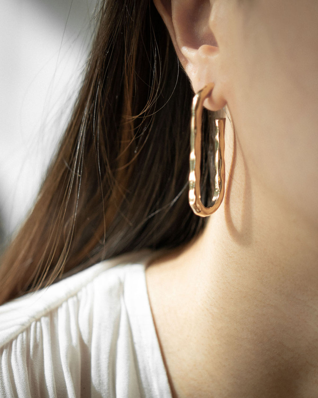 Oblong shape hammered hoop earring in gold @thehexad