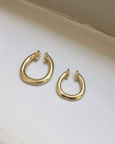 Oversized u-shape gold plated ear cuffs - The Hexad