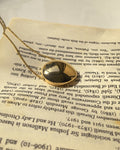 Pebble shape necklace in gold - The Hexad Jewelry