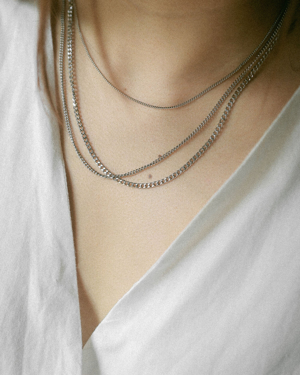 Perfect neck mess featuring the Basic chains and Cuba chains in silver - The Hexad