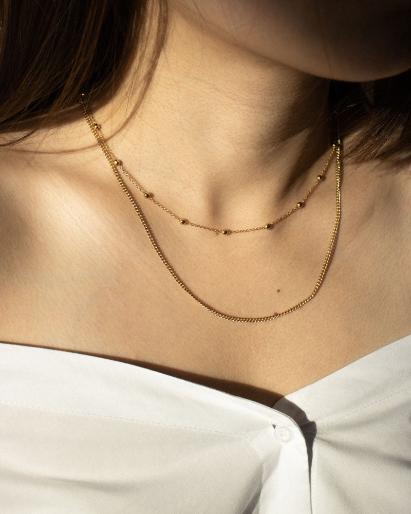 Simple yet classy look achieved with the Whimsical and Basic chain in gold by The Hexad