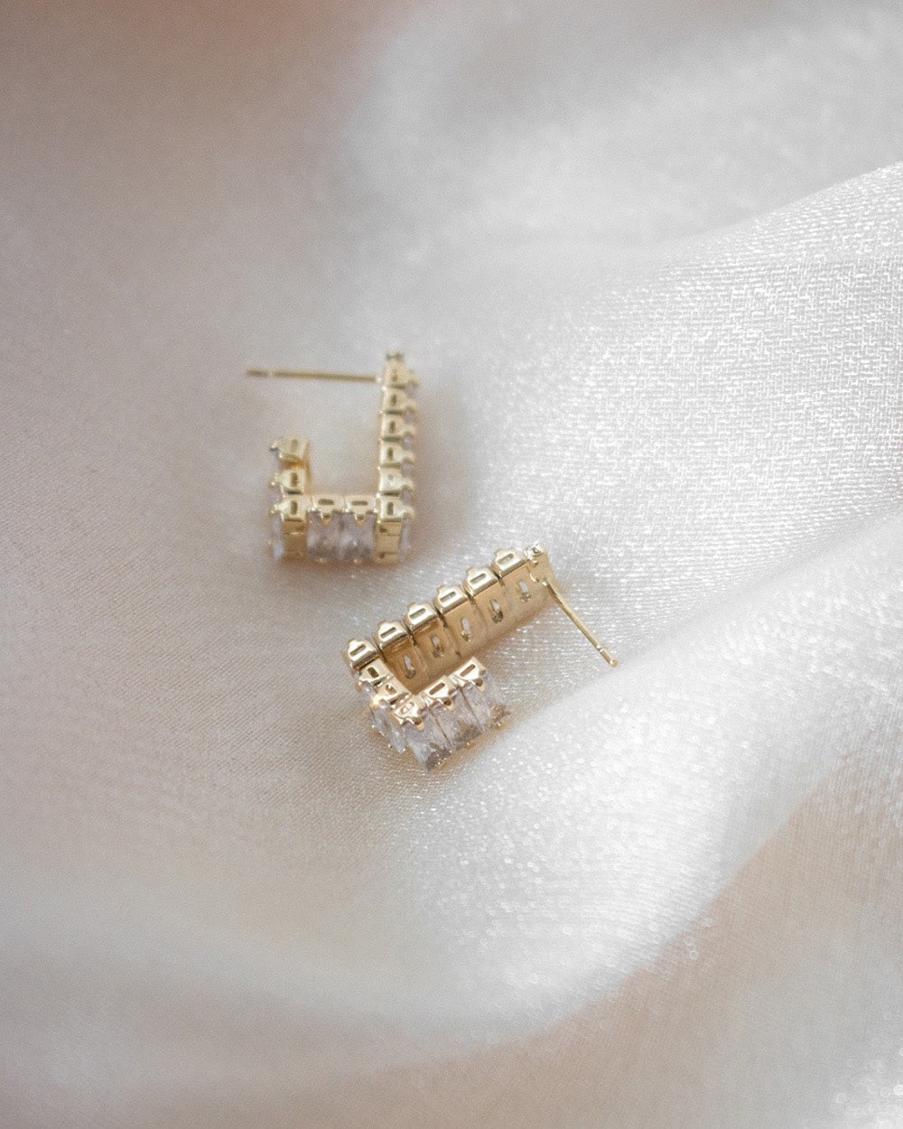 Sparkly square edge hoop earrings - Dazed by The Hexad