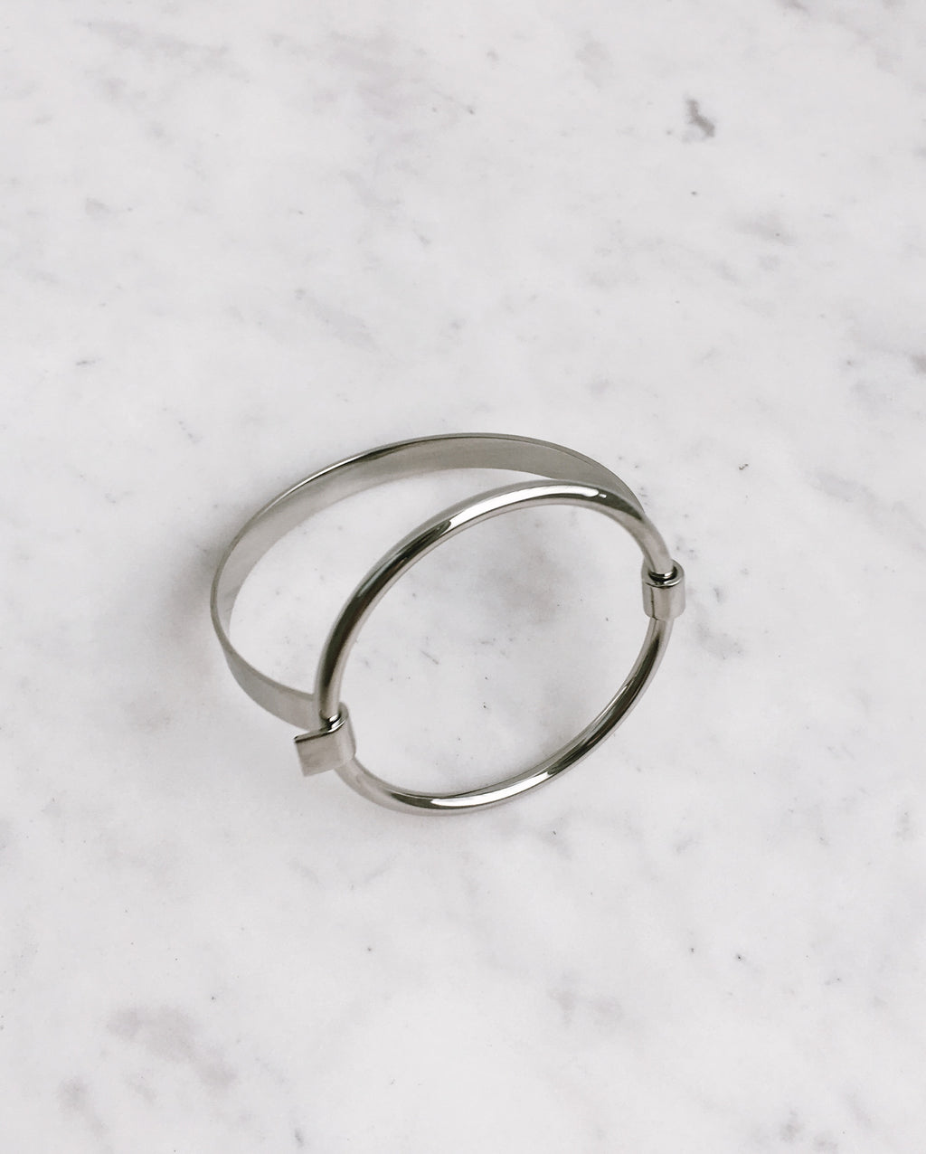 FABIENNE Circle Bangle in Silver