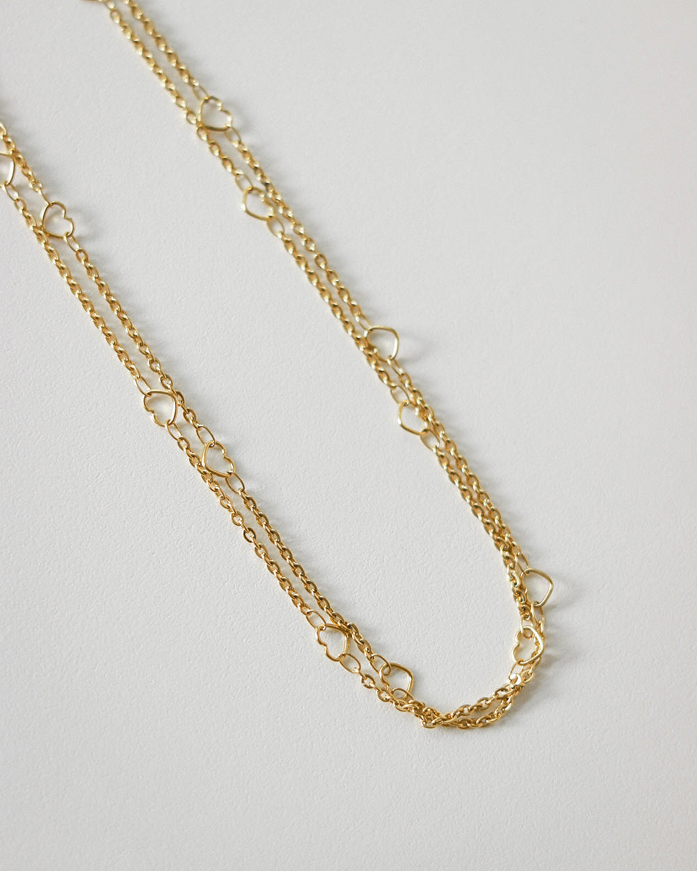 Tiny little golden hearts on a basic chain necklace - Adore chain by The Hexad