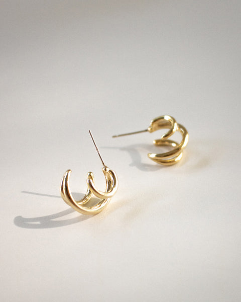 Triple hoop earrings in one @thehexad