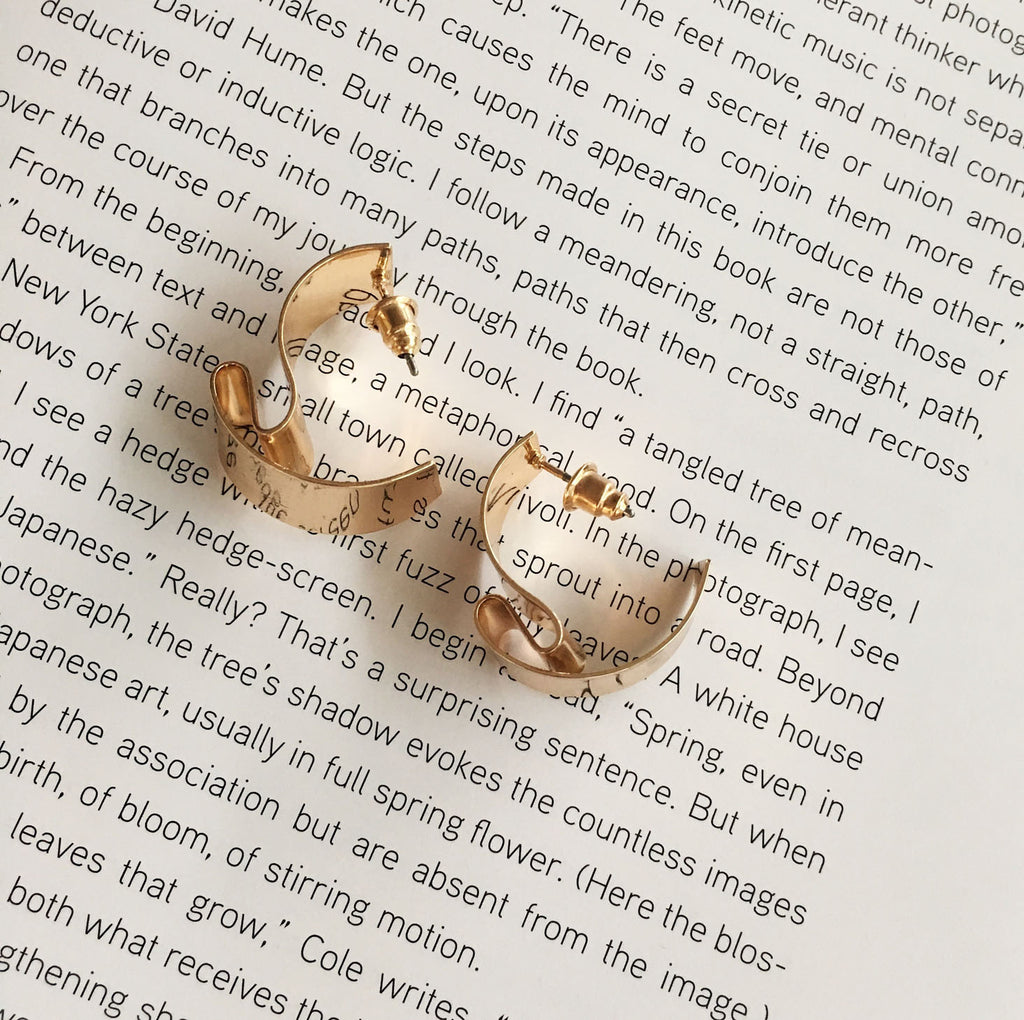 Twisted Metal Bar Ear Studs in Gold - The Hexad
