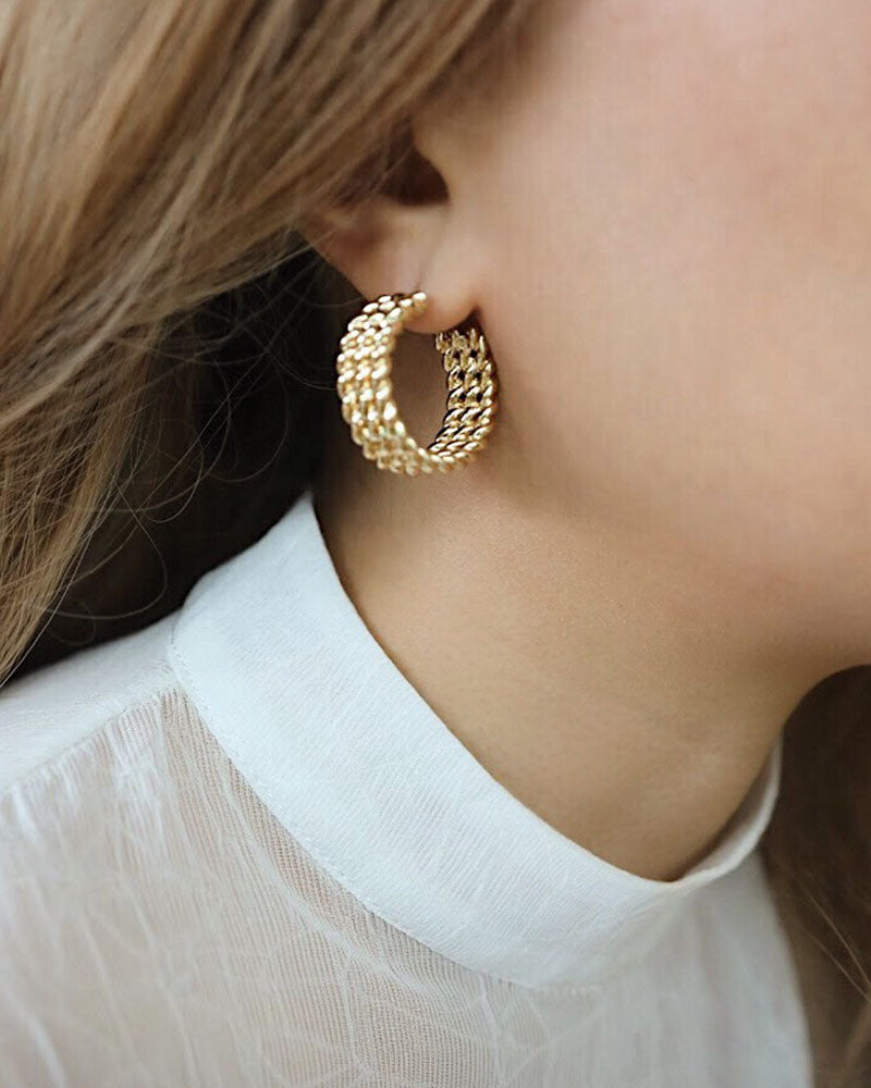 Twisted ropes interpreted as a chunky hoop earring - by THE HEXAD