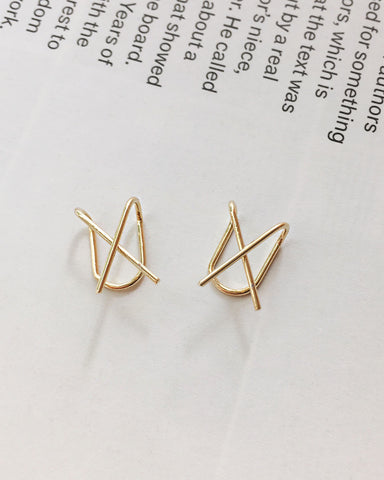 Versatile sleek ear cuffs in a X shape - The Hexad