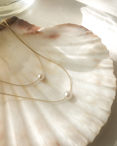 barely there collarbone necklace with dainty pearl pendants @thehexad