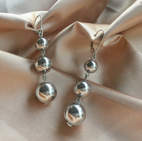 BARRE Baubles - three metal spheres drop earrings in silver - The Hexad Jewelry