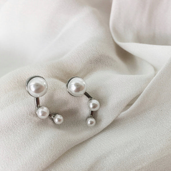 3 pearl studs in descending size
