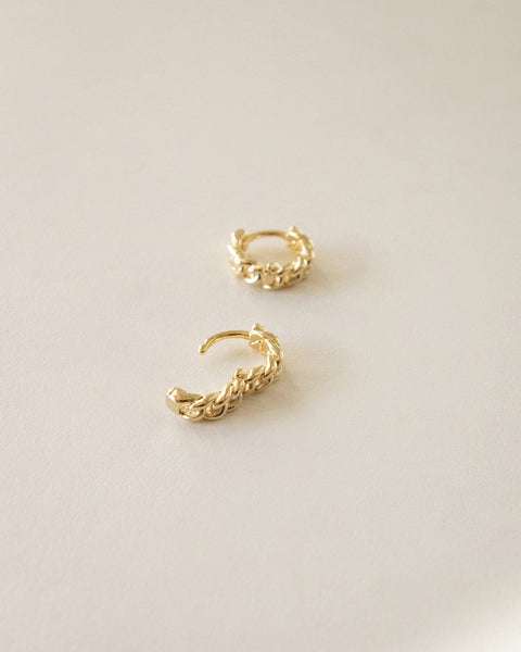 minimalist chain link hoop earrings in petite size @thehexad