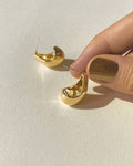 minimalist cocoon like Lucid earrings in gold by the hexad