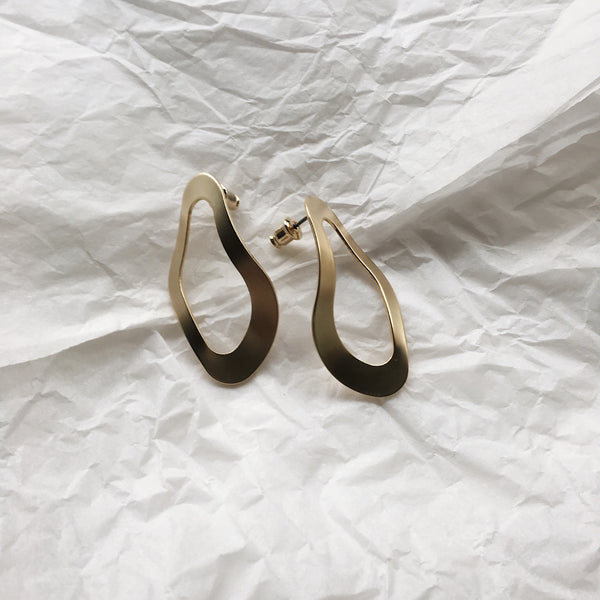 oyster shape earrings in gold
