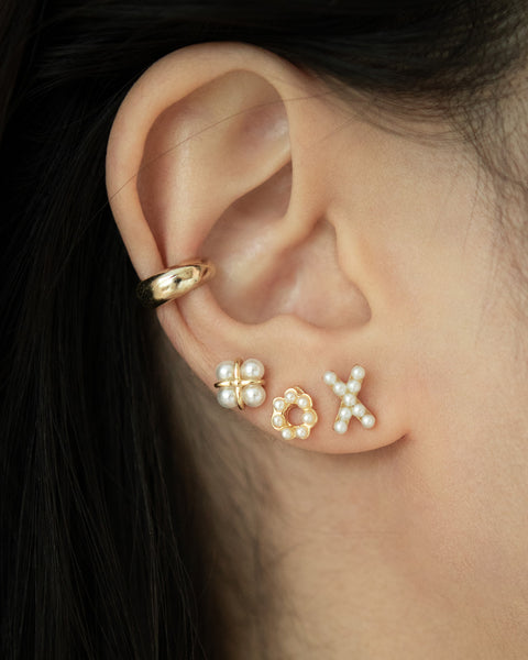 pretty stacked ear lobe featuring tiny pearls @thehexad