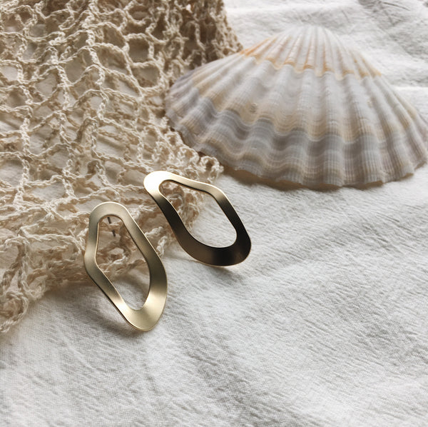 wavy oyster earrings thehexad