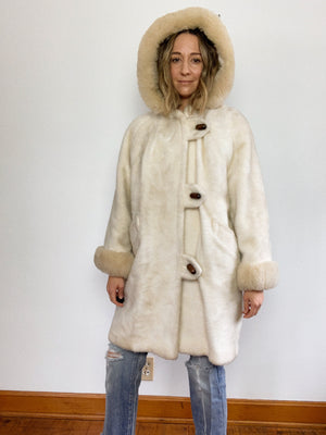 FAUX FUR OVERSIZE WOOD TOGGLE COAT / LARGE