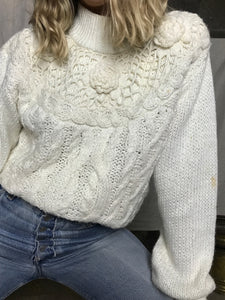 HAND KNIT FLOWER SWEATER / MEDIUM