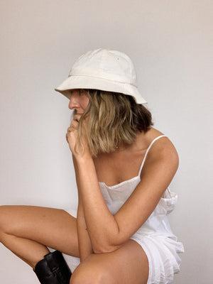 1980s WHITE BUCKET HAT / EXTRA SMALL