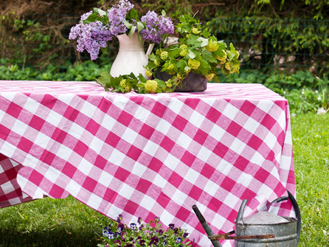 Buffalo check pink tablecloth