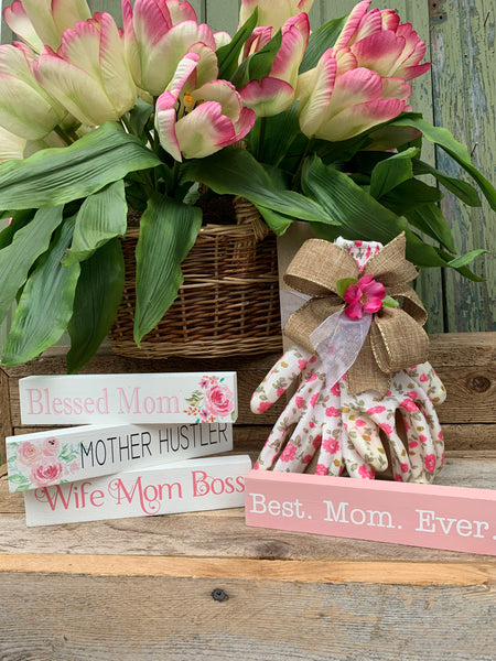 """Mom"" Signs"