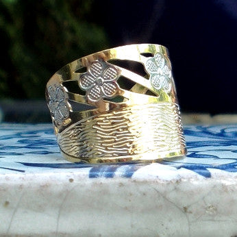 18ct Gold Plated Ring with Flower Detail