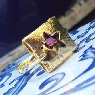 18ct Gold Plated Square Ring with Ruby Effect Star