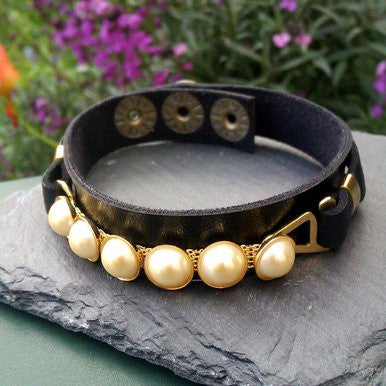 Narrow Black Leather Bracelet with Pearl Effects