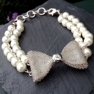 Silver Plated Bracelet with Bow and Pearl Effects