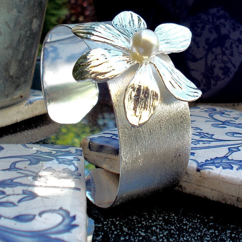 Silver Plated Cuff with Flower Design and Pearl Effect