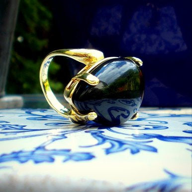 18ct Gold Plated Ring with Teardrop Shaped Onyx